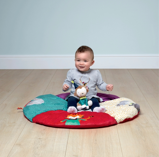 75941PT02 _02_cheeky_faces_playmat_stage3_LS